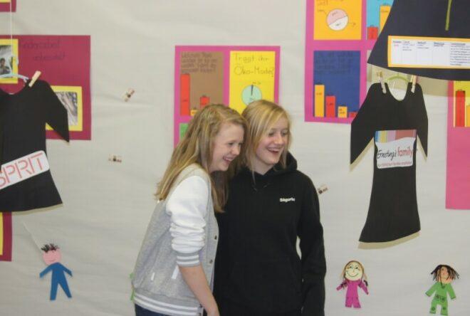 zwei Schülerinnen der Berufsfachschule für Hauswirtschaft und Kinderpflege